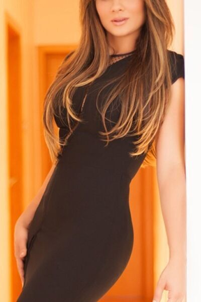 Paris VIP escort Claire, young Parisian companion