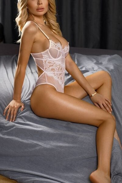 Paris luxury escorts lady Sonya, VIP busty blonde companion