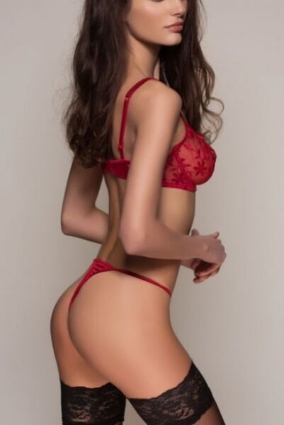 Classy Paris escort Belle, luxury tall slim model